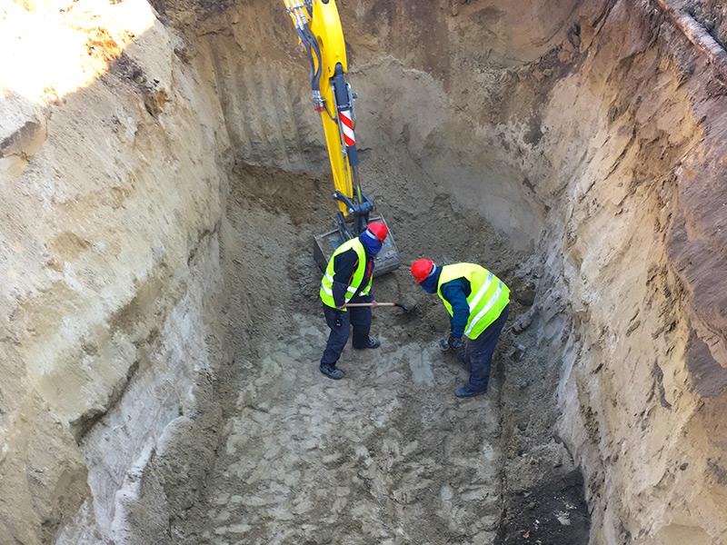 Közműépítés olajfogó és átmenőcső telepítéseKözműépítés olajfogó és átmenőcső telepítése